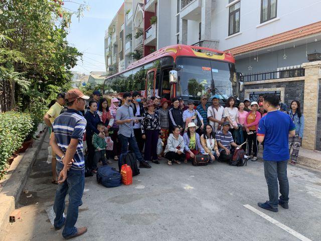 Rộn ràng chương trình Tết đoàn viên 2019 cho người lao động nghèo về quê đón Tết